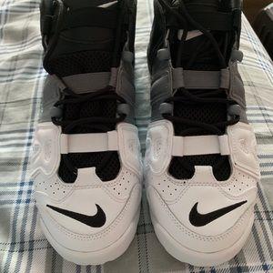 Nike More Uptempo Size 7Y-EUC